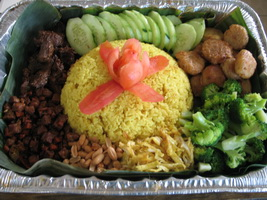 resep-nasi-kuning-kumplit