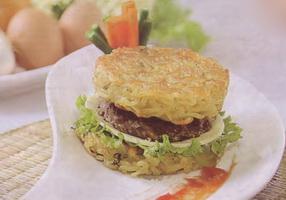Resep Burger Ramen Keju Sapi