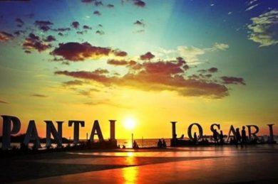 Pantai Losari diwaktu sore hari yang sangat indah