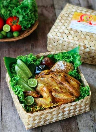Ayam bakar madu - Menjadi salah satu menu inovasi ayam kampung super atau joper sehingga menjadi nilai tambah bagi penjualan dan tentu saja profit juga akan lebih tinggi.