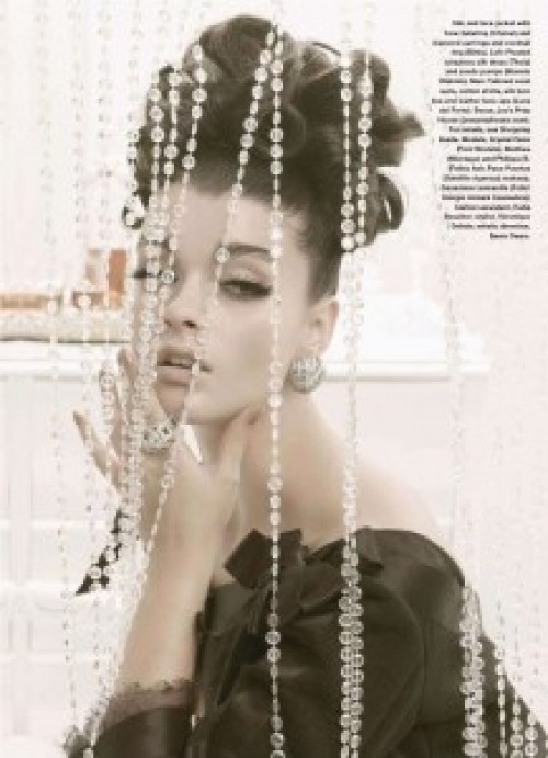 Plus-size-model-crystal-renn-in-elle-magazine-13