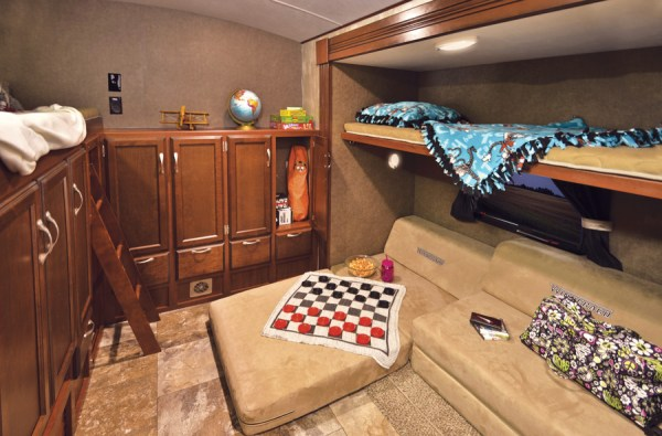 Winnebago ultralite-33bhsl-bunk-house