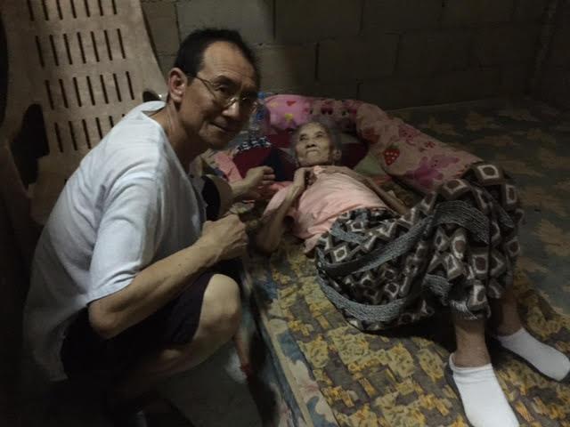 85岁的孤寡老人李金绣姊妹