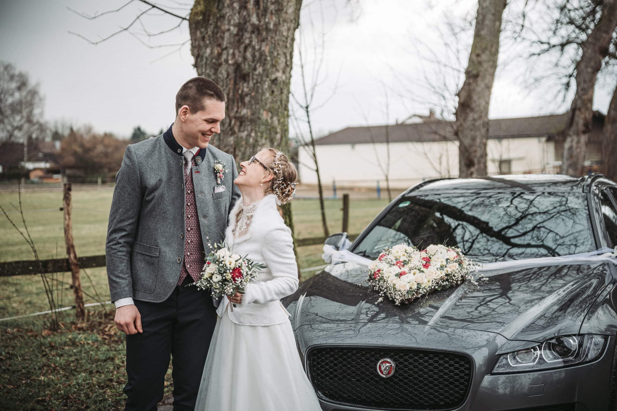Hochzeitsbild vom Brautpaarshooting in der Nähe von Augsburg