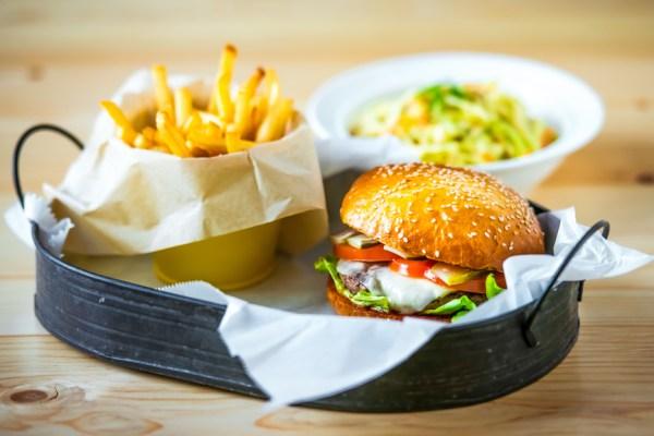 Как приготовить вкусный бургер: рецепт модного блюда