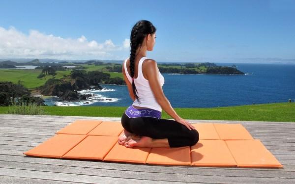 Йога для начинающих: пять асан для бодрого начала дня