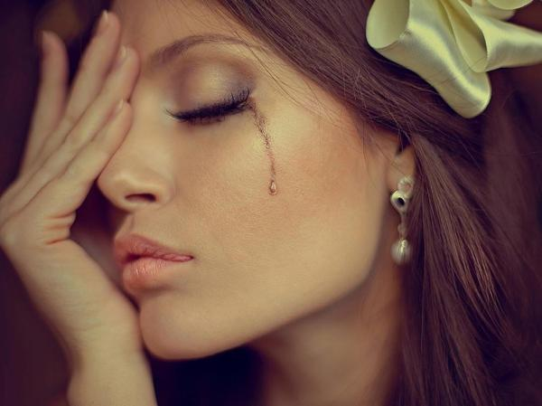 Гора с плеч: ученые рассказали, почему плакать полезно