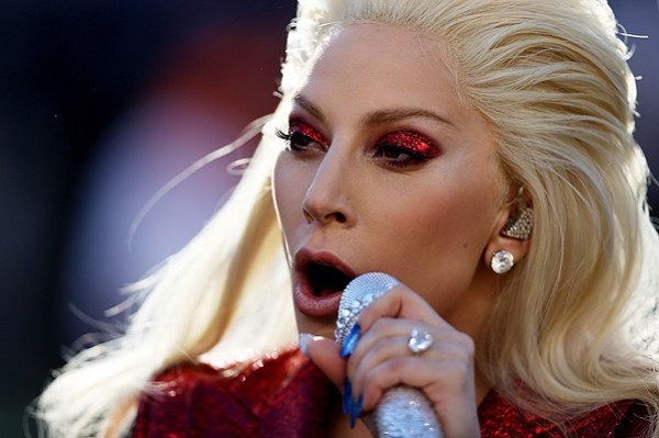 Леди Гага на юбилейном Суперкубке 2016: секреты макияжа певицы