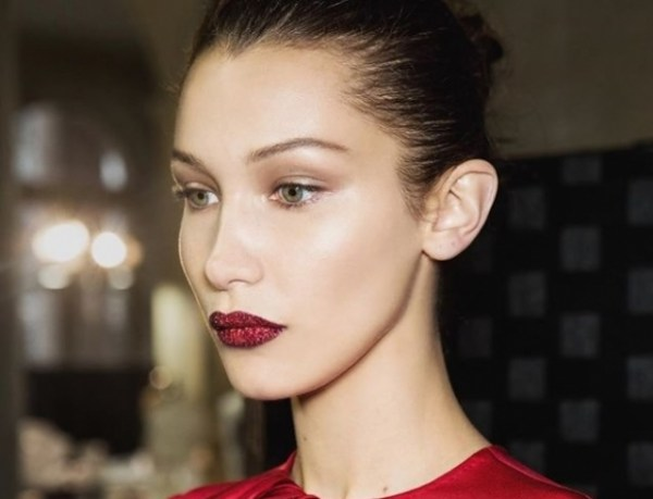 """""""Поцелуй будущего"""": создан набор для макияжа губ, как на показе Versace"""