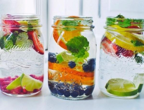 Фруктовый напиток: как сделать обычную воду вкусной и полезной (Инфографика)