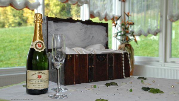 Hochzeit-Accessoires 05: Champagne auf dem Hochzeitstisch