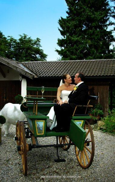 Fotoshooting Hochzeit 06: Brautpaar in der Kutsche