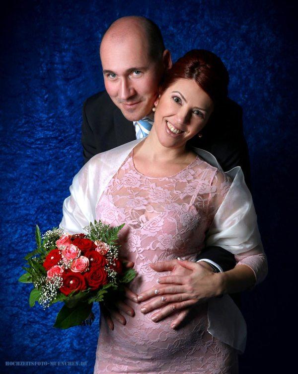 Fotostudio 3: Hochzeitsfoto mit Babybauch im Fotostudio