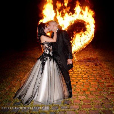 Brennendes Herz beim Hochzeitsfeier