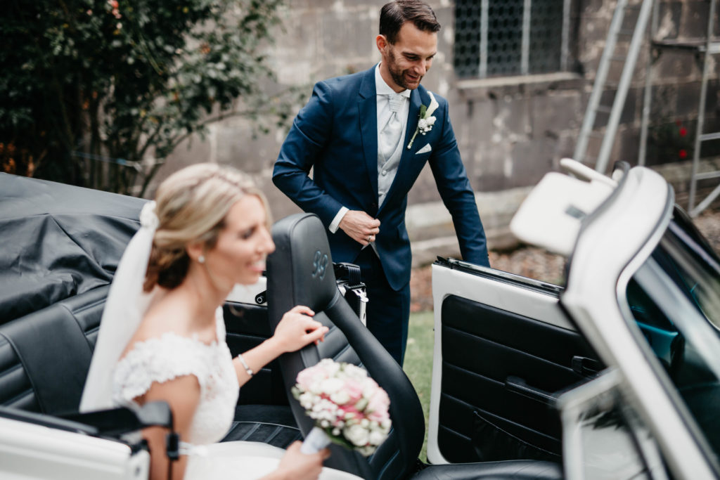 Hochzeitsfotografie - Paar mit Oldtimer
