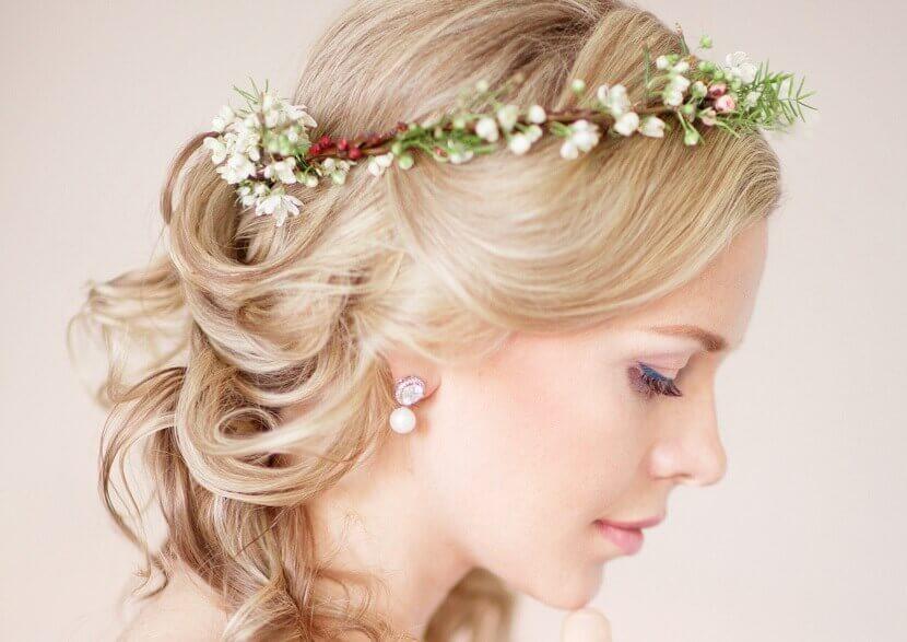 Brautfrisuren mit Blumen  28 Ideen fr Blumen im Haar  Hochzeitskiste