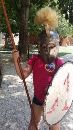 Lisa utklädd till grekisk krigare