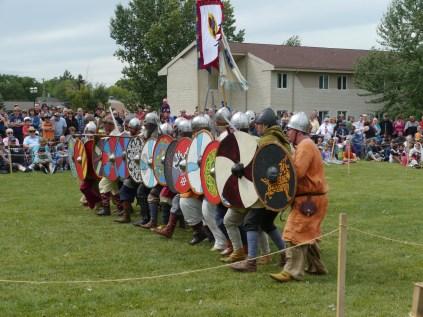 Un bloc est formé, prêt au combat / A block is formed, ready to fight