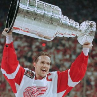 Yzerman-Red-Wings-Cup Steve Yzerman Detroit Red Wings Steve Yzerman Tampa Bay Lightning