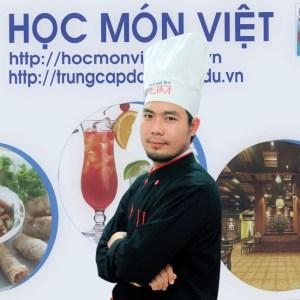 Thầy Huỳnh Quốc Bình giáo viên học món việt