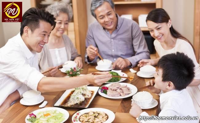 bữa cơm gia đình Việt Nam tràn đầy ý nghĩa - Học Món Việt