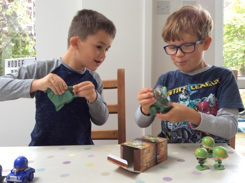 "Review: Awesome Little Green Men ""blind boxes"""