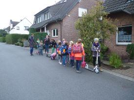 Schulbus zu Fuß L1 007