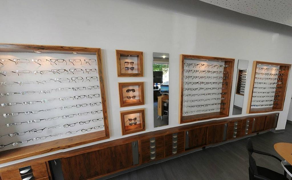 Kleve-Oberstadt-Optik-Brillenwand-1280x781-1024x631-min