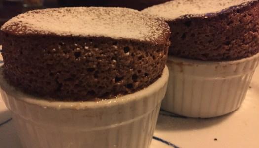 Chokoladesoufflé med blødende hjerte og crème anglaise