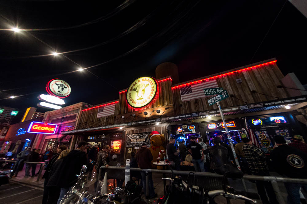 Hogs and Heifers Saloon_028