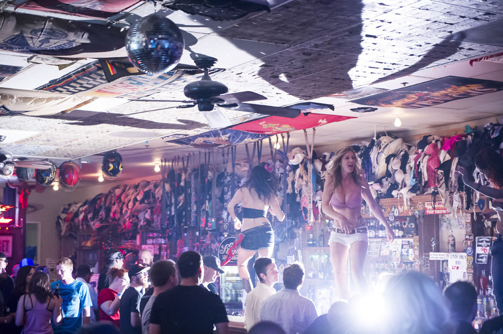 Hogs & Heifers Saloon Las Vegas_0004