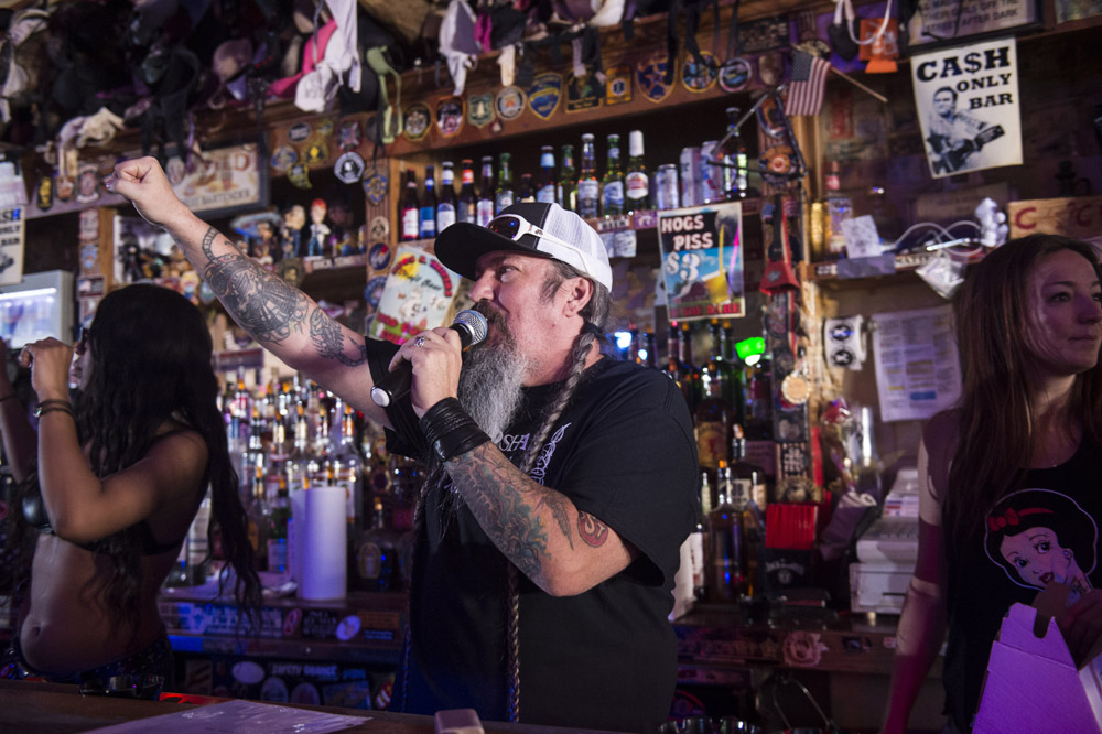Hogs_and_Heifers_Saloon_Las_Vegas_0395