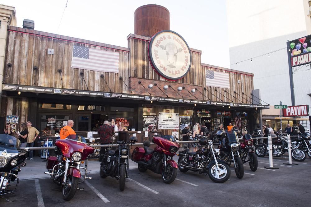Hogs & Heifers Saloon_Las Vegas _Biker Bar0302