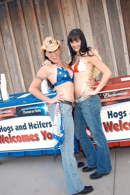 Hogs & Heifers Saloon_Las Vegas_Bartenders_0003