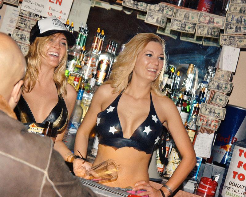 Hogs & Heifers Saloon_Las Vegas_Bartenders_0015