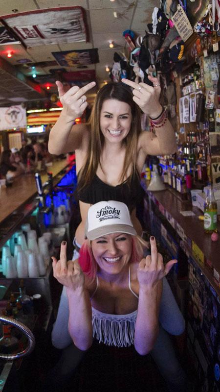 Hogs & Heifers Saloon_Las Vegas_Bartenders_0110
