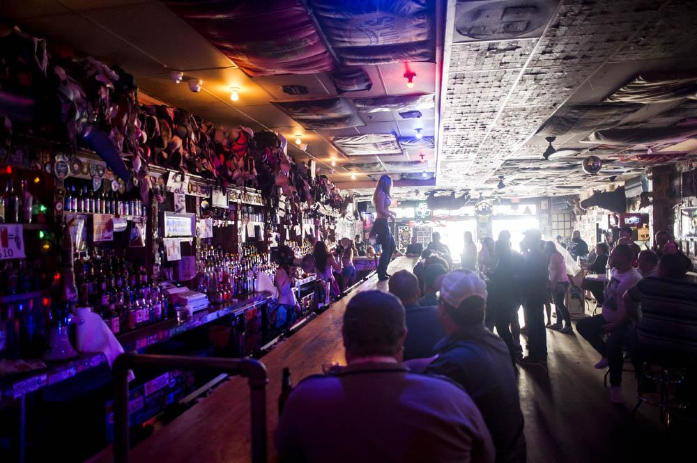Hogs & Heifers Saloon_Pistol Pete_Mint 400_600867