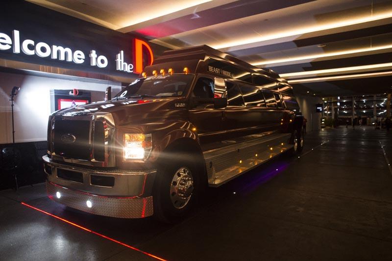 Hogs & Heifers Saloon Las Vegas_Moonshine Bandits_006481