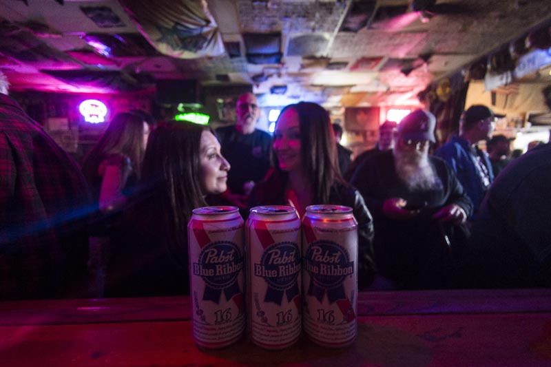 Hogs & Heifers Saloon Las Vegas_Moonshine Bandits_006504