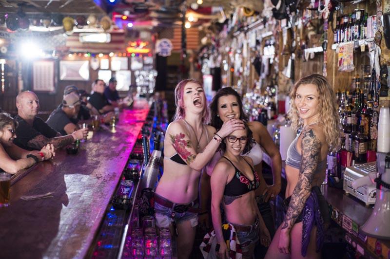 Hogs & Heifers Saloon Las Vegas_Bartender_000023