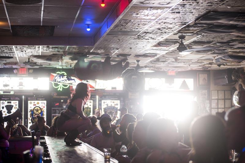 Hogs & Heifers Saloon Las Vegas_Bartender_690777