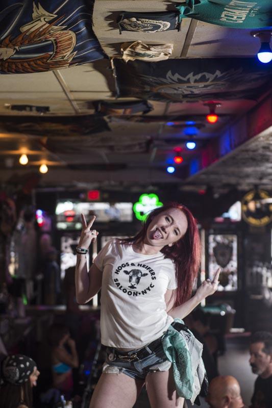 Hogs & Heifers Saloon Las Vegas_Bartender_690793