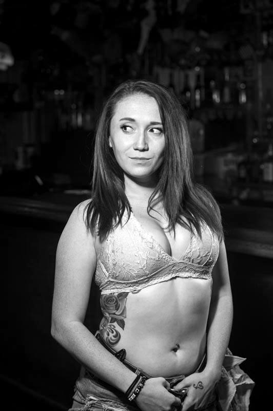 Hogs & Heifers Saloon Las Vegas_Bartender_690822