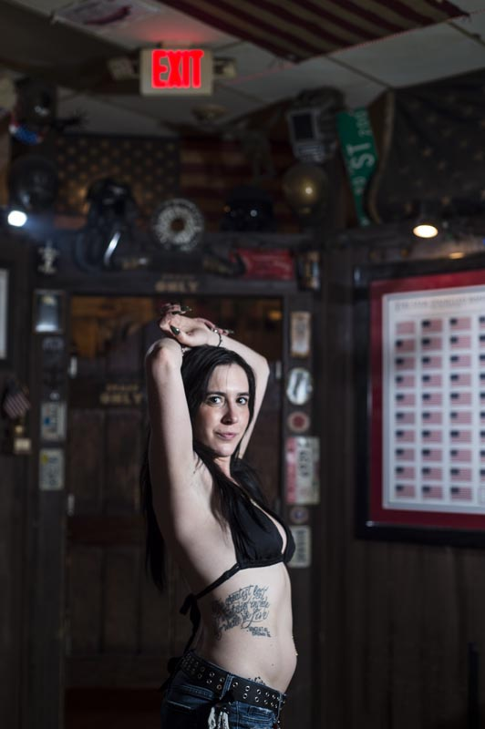 Hogs & Heifers Saloon Las Vegas_Bartenders_000252