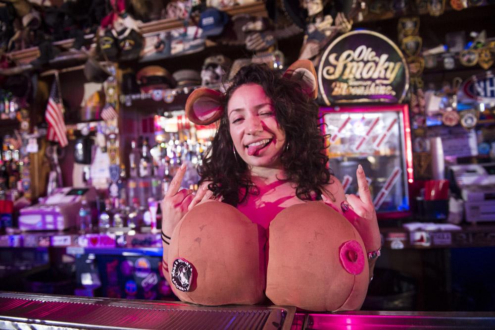 Hogs & Heifers Saloon Las Vegas_Motorcycle Rally_000332