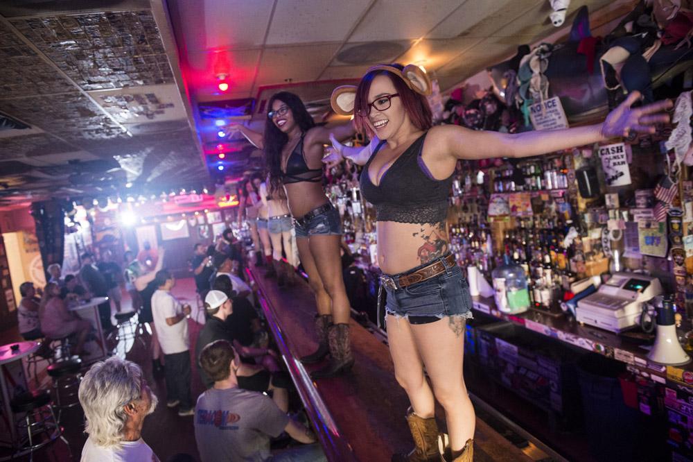 Hogs & Heifers Saloon Las Vegas_Motorcycle Rally_000336