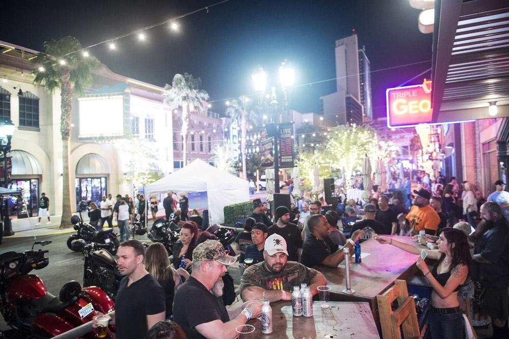 Hogs & Heifers Saloon Las Vegas_Motorcycle Rally_000345