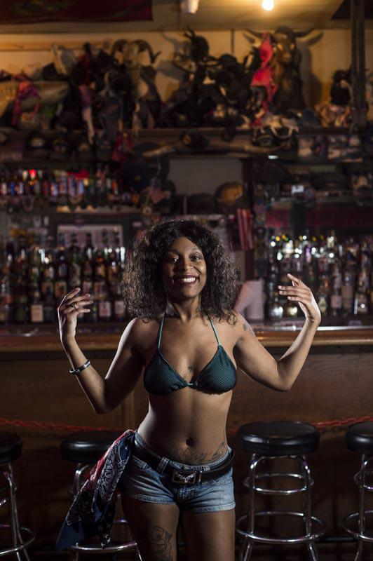 Hogs & Heifers Saloon Bartenders_00080sa