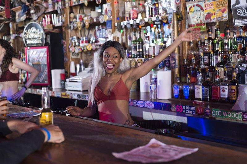 Hogs & Heifers Saloon Bartenders_000834