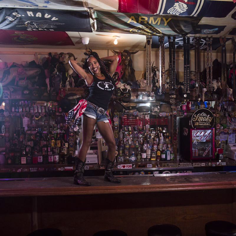 Hogs & Heifers Saloon Bartenders_000870